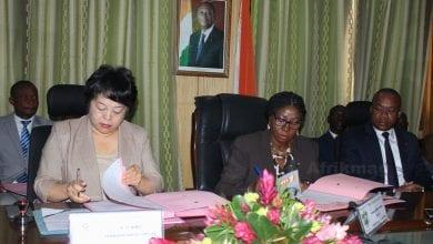 Photo de Côte d'Ivoire : Signature d'une convention avec la Chine pour la construction de six lycées