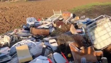 Photo de Insolite: un homme jette dix tonnes de déchets dans la nature, le maire les lui rapporte