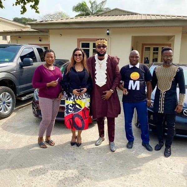 Nigeria: un milliardaire fête son anniversaire en offrant à ses employés des voitures de luxe