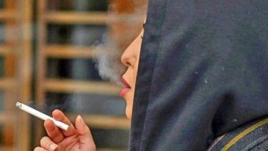 Photo de Arabie Saoudite: Les femmes fument en public pour «achever» leur liberté