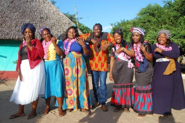 Afrique du Sud : un homme épouse 6 femmes le même jour (photos)