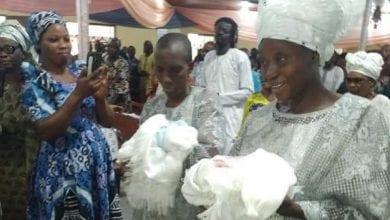 Photo de Un couple nigérian accueille des jumeaux 31 ans après leur mariage