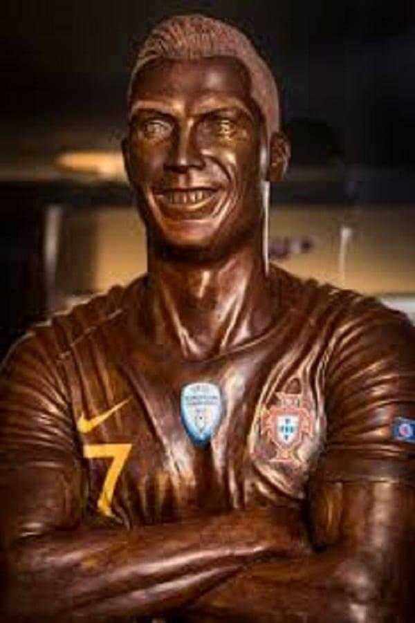 Cristiano Ronaldo: sa statue de 120 kg faite de chocolat dévoilée en Suisse