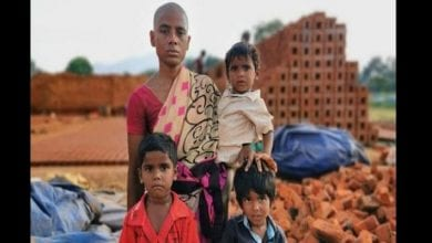 Photo de Inde : désespérée, elle vend ses cheveux pour 2 dollars pour nourrir ses enfants (photos)