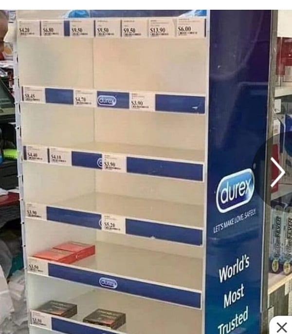 Coronavirus: En panique, ils achètent des préservatifs pour se protéger contre l'épidémie.