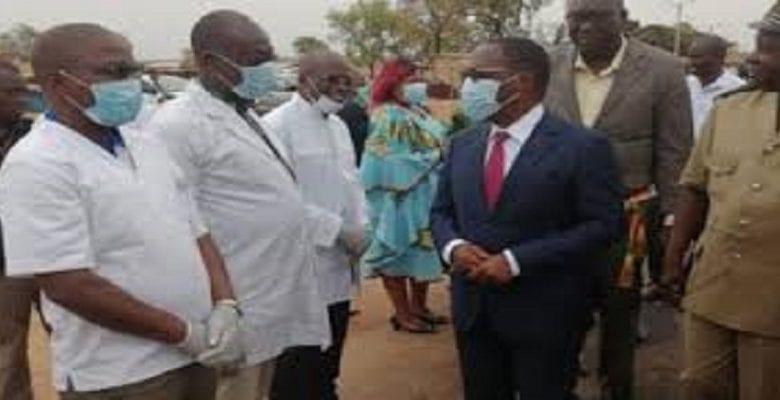 Aka Aouélé et médecins