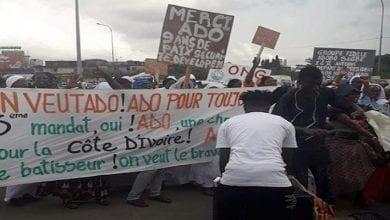 Photo de Côte d'Ivoire: Des femmes marchent pour réclamer un 3è mandat à Ouattara