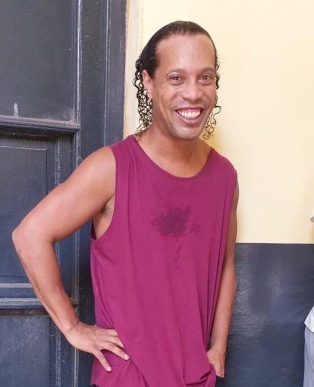 Ronaldinho et son frère libérés de prison au Paraguay, mais...