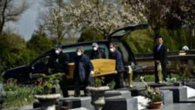 Photo de Royaume-Uni: une femme meurt à l'enterrement de sa mère décédée du Covid-19