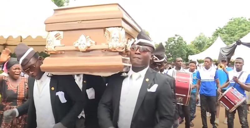 Ghana : « je rêve de conduire Ronaldinho à sa dernière demeure », dixit le leader des porteurs de cercueils (vidéo)