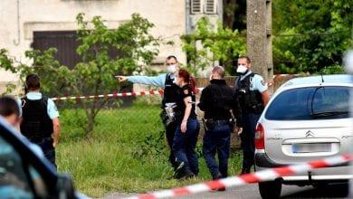 Photo de France: une jeune mère de 16 ans jette son bébé par la fenêtre après avoir accouché