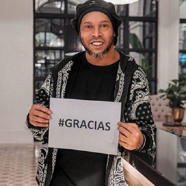 Affaire faux passeport: Ronaldinho évoque son assignation à résidence surveillée