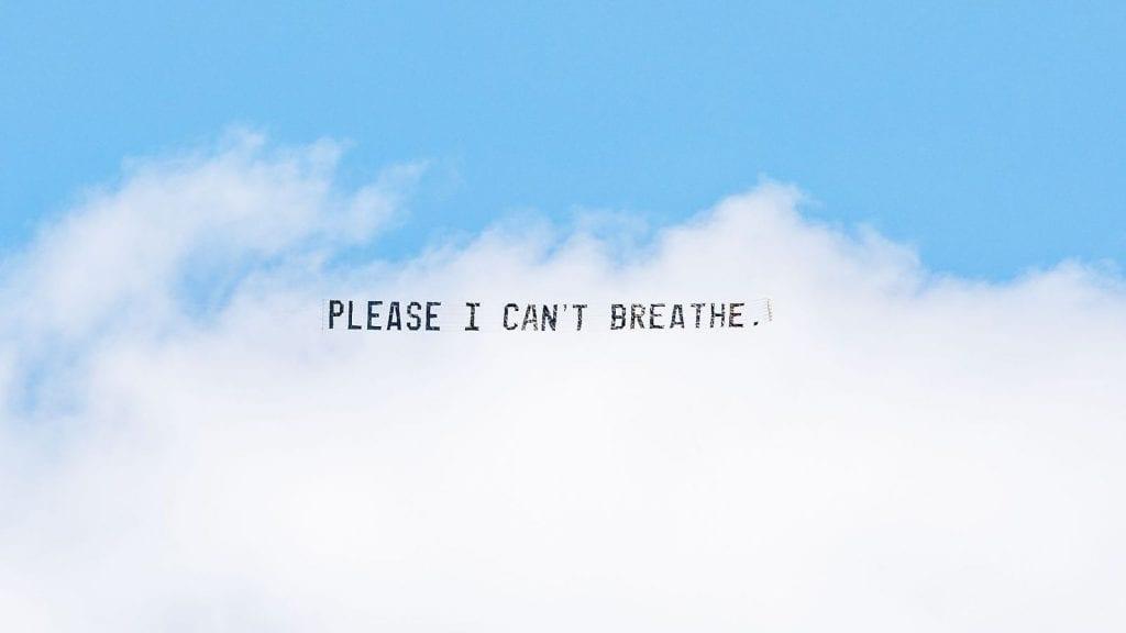 « Ils vont me tuer » : un artiste fait flotter les derniers mots de George Floyd dans le ciel au-dessus de cinq grandes villes américaines