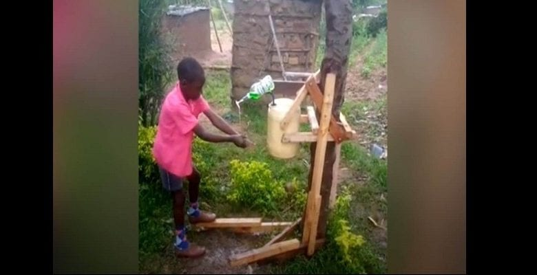 bambino-keniano-macchina-lavare-coronavirus