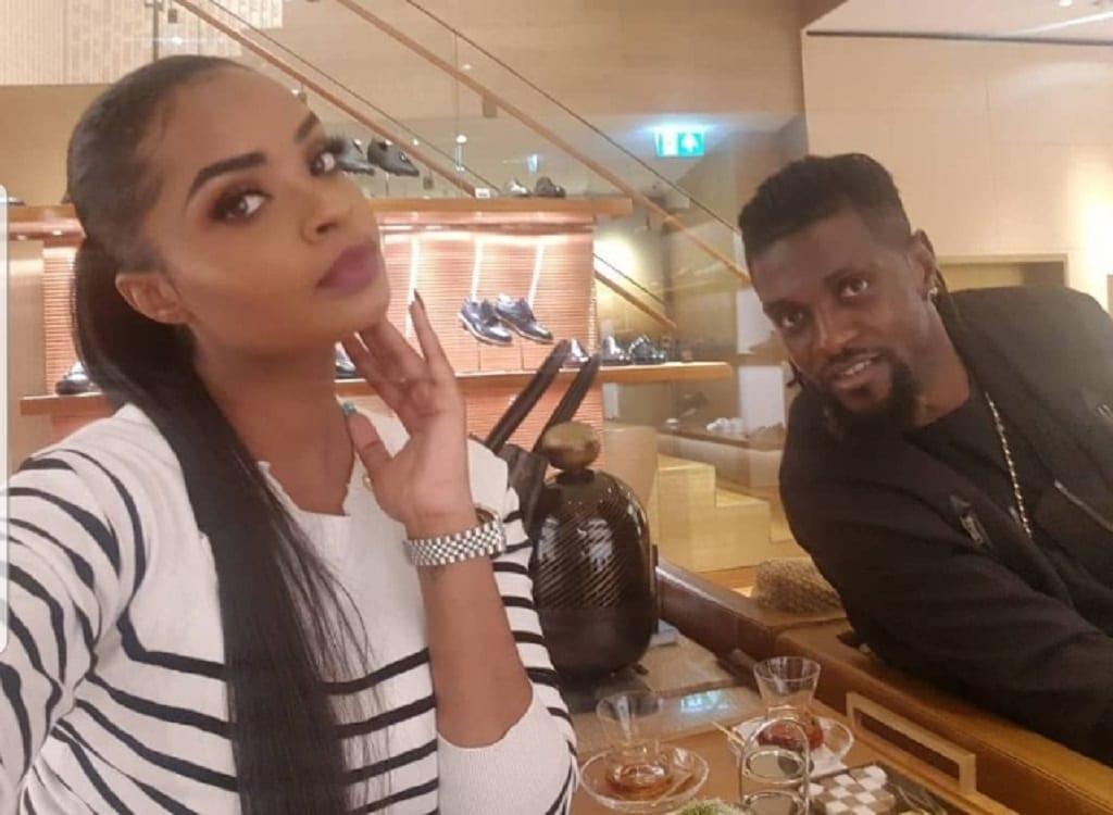 Emmanuel Adebayor : Découvrez en photos sa nouvelle petite amie