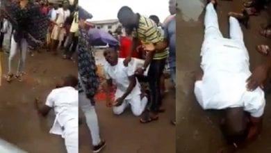 Photo de Nigeria : il fond en larmes et se roule dans la boue parce que sa petite amie a refusé sa demande en mariage (vidéo)