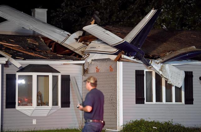 Etats-Unis : un avion s'écrase sur une maison près d'un aéroport