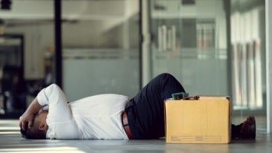Photo de Insolite : Il se fait virer par son employeur après 24 ans de service parce que trop qualifié