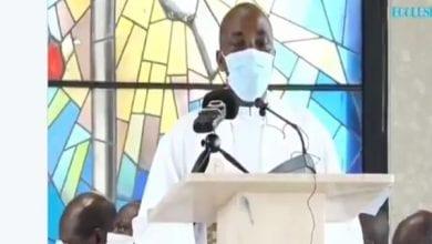 Photo de Cameroun : un prêtre s'écroule et meurt en plein culte (vidéo)
