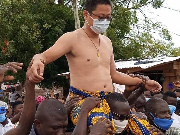 Ghana : un chinois couronné chef dans un village (Photos)