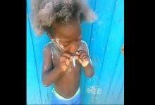 Photo de Jamaïque : un enfant incité par des adultes à fumer et à boire de l'alcool (Vidéo)