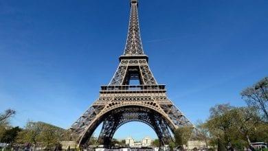 Photo de Paris : la Tour Eiffel évacuée après une alerte à la bombe- vidéo