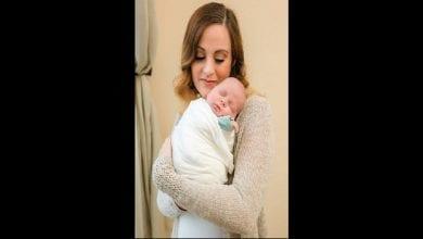 Photo de Née sans utérus, elle donne naissance à un petit garçon