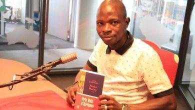 Photo de L'Ivoirien Yaya Diomandé, premier lauréat du prix «Voix d'Afriques»