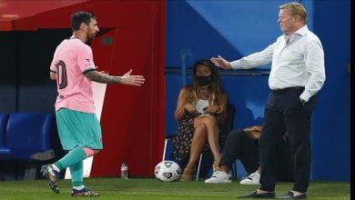 Photo de Ligue des champions : l'embrassade de Koeman et Messi qui enflamme la toile