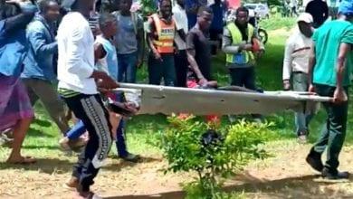 Photo de Cameroun : il donne un baiser à son fils de 11 ans, tué lors d'une fusillade dans une école