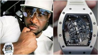 Photo de Peter Okoye accusé d'avoir porté une fausse montre de marque