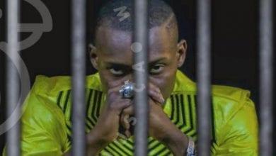 Photo de Sidiki Diabaté: une photo du chanteur avec des gardes pénitentiaires enflamme la toile