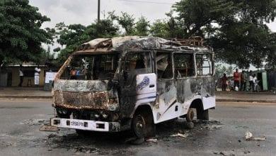 Photo de Tensions en Côte d'Ivoire / Des véhicules de transport incendiés à Yopougon