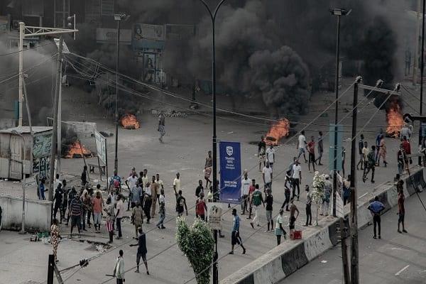 w1280-p16x9-2020-10-21T175333Z_459432327_RC25NJ97UO65_RTRMADP_3_NIGERIA-PROTESTS-SHOOTING