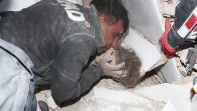 Photo de Turquie : une fillette de 4 ans retrouvée vivante quatre jours après un tremblement de terre meurtrier (vidéo)
