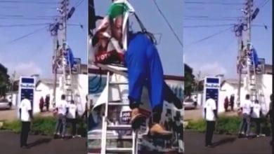 Photo de Il meurt en fixant le drapeau de son parti politique sur un poteau électrique