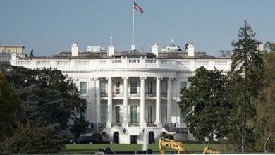Photo de USA / Election présidentielle : la toile s'affole après le stationnement d'un camion de déménagement devant la Maison-Blanche