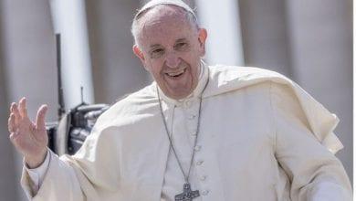 Photo de Incroyable/ Le Pape François aime une photo d'une fille presque nue sur internet