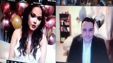 Photo de Un couple devient le premier au monde à se marier légalement via Zoom