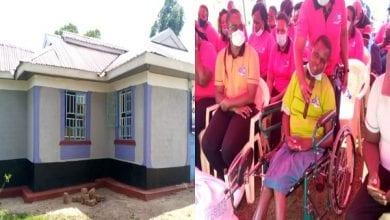 Photo de Des policiers construisent une maison pour une collègue paralysée et abandonnée par son mari