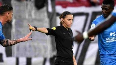 Photo de Foot : la française Stéphanie Frappart, première femme à arbitrer un match en Ligue des champions