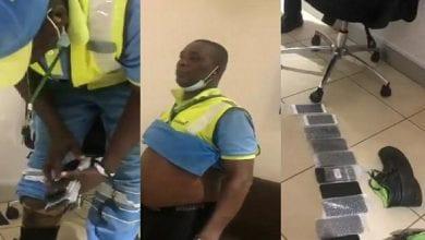 Photo de Ghana: l'employé d'un aéroport surpris en train de voler des téléphones-Vidéo