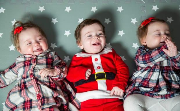 Angleterre: une mère donne naissance à des triplés de deux utérus séparés