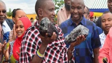 Photo de Tanzanie: le mineur devenu millionnaire après avoir découvert deux pierres précieuses construit une école pour sa communauté