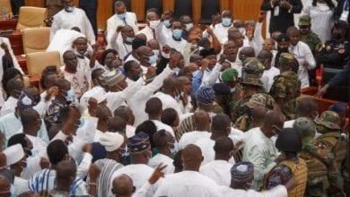 Photo de Ghana: l'armée fait une descente musclée pour séparer une énorme bagarre au Parlement